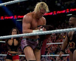W 2012 roku Dolph Ziggler skradł show wspinając się po drabinie na Money in the Bank. Wrestler zgarnął walizkę Money in the Bank, dzięki czemu dołączył do grona wspaniałych zawodników, którym udało się tego dokonać.
